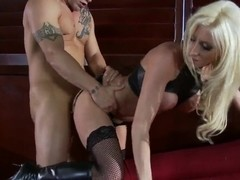 Derrick Pierce tests latex addict stripteaser Nadia Hilton in his new club