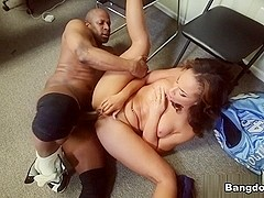 Lisa Tiffian in Ebony Babe gets pounded at the Office Video
